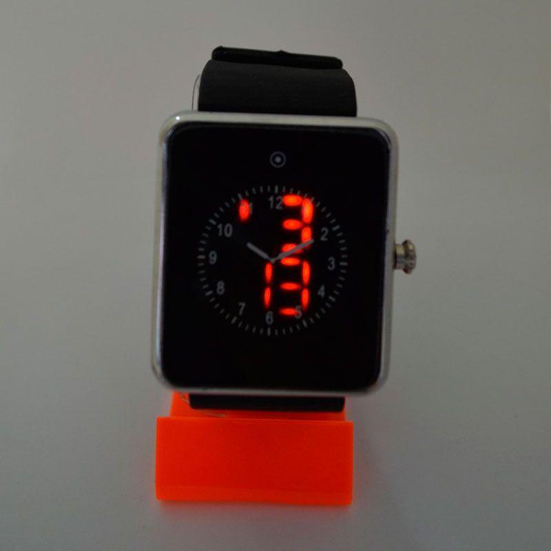 Reloj Led Cuadrado Bordes De Metal Plateado O Dorado